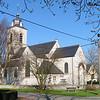 De eerste kerk moet wel gebouwd zijn rond de jaren 1150, misschien zelfs vroeger. We mogen veronderstellen dat ze gebouwd werd door de toenmalige eigenaars van het hof ten Doorn, in welk geval die ook het recht hadden de pastoor voor te stellen aan de bisschop van Kamerijk die de eigenlijke benoeming deed. Deze eerste kerk stond waarschijnlijk op dezelfde plaats als de tegenwoordige. Ze werd herbouwd in 1653, datum die nu nog op de ingangspoort te vinden is, in de stijl van die tijd, de barok. De toren is een voorbeeld van sobere eenvoudige barok.