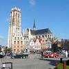 Aan de Grote Markt ligt het Stadhuis van Mechelen. Vroeger stond er op de Grote Markt een standbeeld van Margaretha van Oostenrijk, maar in 2006 is het beeld verplaatst naar de Schoenmarkt. Dichtbij staat de Sint-Romboutskathedraal.