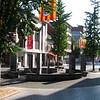 """Nu is """"De Botermarkt"""" een winkelplein met enkele grote warenhuizen (C&A - Blokker) met centraal een kubistisch fontein. Vroeger loste men hier de houtskool en werd dit plein dan ook Coolmerct genoemd, naar de schepen die via Koolvliet de kolen aanbrachten. <br /> Het huidige straattracé is reeds ontstaan in 1409 toen de vliet op deze plaats overwelfd werd."""
