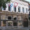 """Wat een zonde, de verkrotting van """"Den Breckpot"""" Eindelijk!.. Het stadsbestuur verleende een vergunning voor de restauratie en uitbouw van """" Het voormalige gildehuis van de Jonge Kruisbooggilde"""", in Mechelen beter bekend als """"Huize Breckpot"""", aan de Korenmarkt. """"Een zeer goede samenwerking tussen stad en bouwheer zorgt ervoor dat er weer een stukje verkrotting in het historische stadscentrum verdwijnt en Mechelen een nieuwe handelszaak rijker wordt!"""