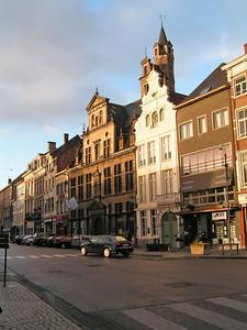 De Korenmarkt is een driehoekig marktplein gelegen tussen twee aloude verkeersaders: de Hoogstraat-Guldenstraat en de Adegemstraat-Onze-Lieve-Vrouwestraat. De benaming Korenmarkt werd teruggevonden vanaf de 13e eeuw. In 1851 werd dit plein Graanmarkt genoemd en later opnieuw Korenmarkt.
