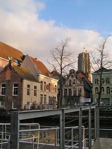 'Voetgangersbrug' met zicht op 'De Vismarkt'