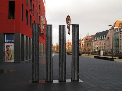 De site werd in 2006 verbonden met de Vismarkt - De meest trendy plek in Mechelen - via een Voetgangersbrug. Lamot is tevens het centrale punt van het Dijlepad. Dit pad loopt langs de Dijle van Oost naar West, dwars door Mechelen.