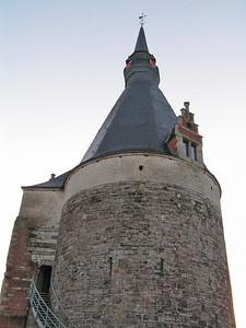 De benaming Nieuwe Brusselpoort dateert van 1698 toen de Nieuwe Steenweg naar Brussel over Vilvoorde werd aangelegd.