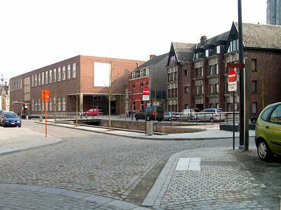 Aan 'Het Jef Denynplein' De Melaan (een Vliet of Gracht) bestaat uit de oude Melaan en de nieuwe Melaan. De oude Melaan mondde uit in de Dijle ter hoogte van de Winketpoort, terwijl de Nieuwe Melaan uitmondde op de terreinen van het Hof van Villers.