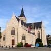 In de 14de eeuw werd begonnen met de bouw van de kerk, ontworpen in gotische stijl door bouwmeester Adam Gherijs, geboren in Vilvoorde en er ook overleden in 1394. <br /> Een opschrift binnen in kerk vermeldt zijn naam alsook een jaartal 1384. Toen was de kerk tot waar de kruisbeuk begint voltrokken en ingewijd. Maar slechts in 1815 werd de huidige spits op de toren gezet.