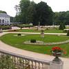 Park Drie Fonteinen<br /> Het Domein Drie Fonteinen is zowel voor Vilvoordenaars, als voor mensen uit de wijde<br /> omgeving altijd een ideale wandelplaats geweest. Toen het domein in 1956 door de stad Vilvoorde aangekocht werd, was het al een mooi aangelegd park, circa 50 hectaren groot, met een pracht van een Engelse landschapstuin. Van het terras van de Brasserie de 3 Fonteinen kan je genieten van de natuur en de Franse tuin die werd aangelegd.