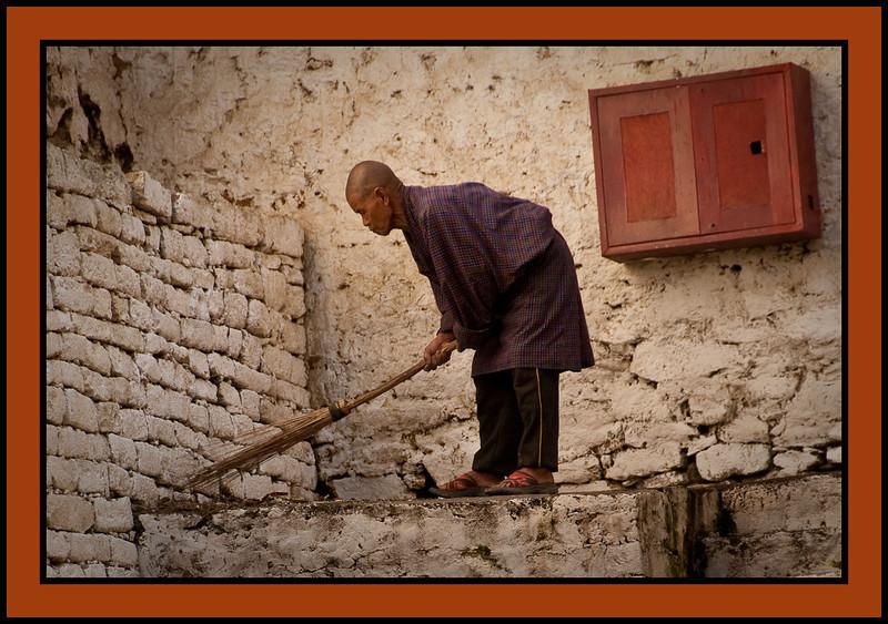 Sweeper, Trongsa Dzong