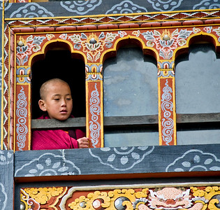 Monk boy in window_DSC_6687