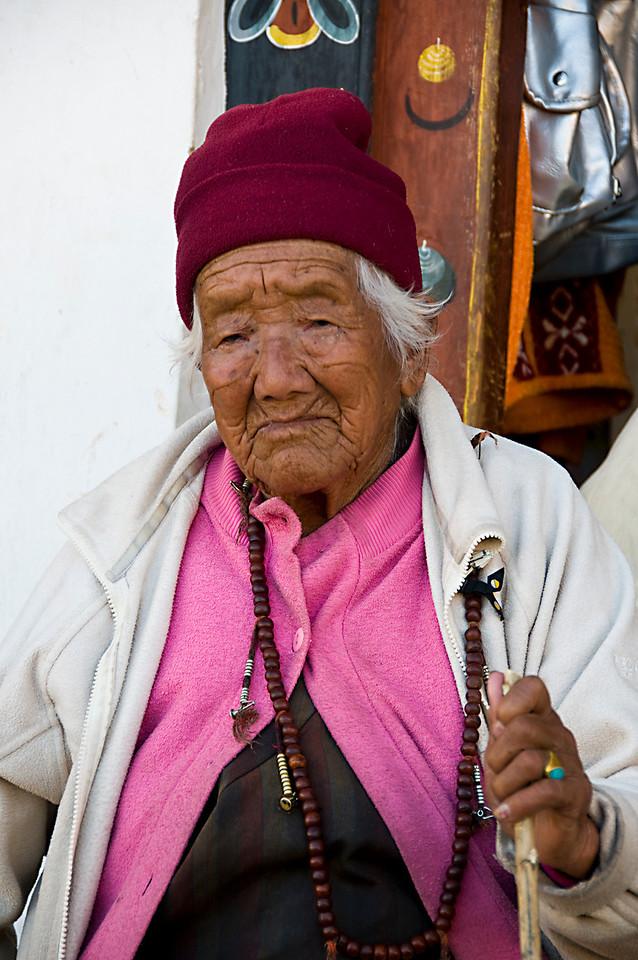 Paro-Old Woman in pinkDSC_5754