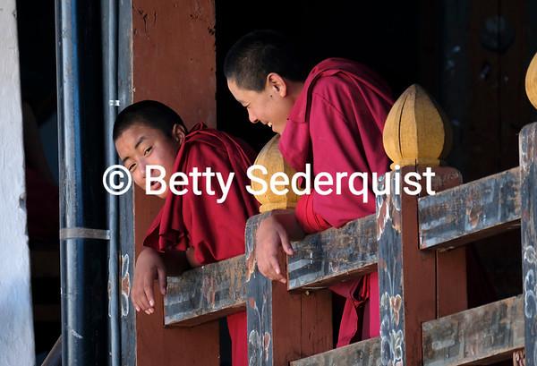 Monks, Trongsa Dzong