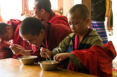 Paro-monks eating soupDSC_5787