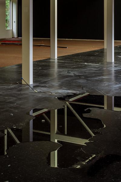 Het dak lekt weer, ditmaal is het niet nodig om er emmers onder te zetten.