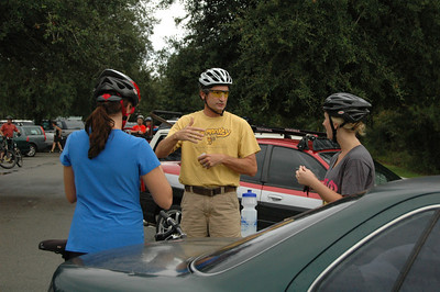 Ken describes Munson to more of our newer riders.