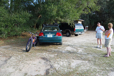 Getting ready for some fast rolling singletrack on the Cellon Creek Loop. This is the official bike trailhead, just a few hundred yards south of the previous photo.