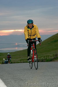 As the sun slowly sinks in behind the clouds, we have time to enjoy the sunset, while the riders keep going