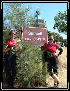 Veronica and Jo sport Team Amici Veloci jerseys