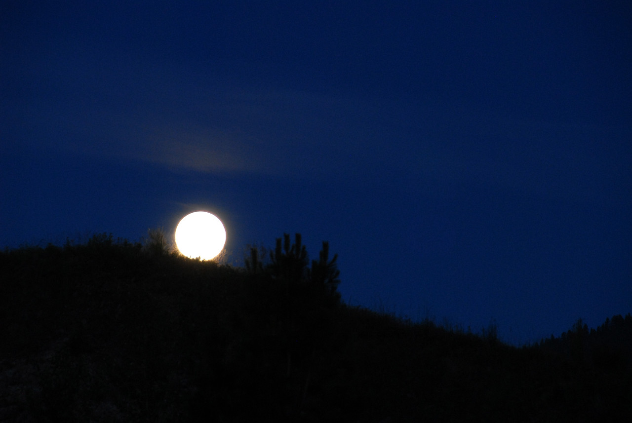 Moonset in Missoula