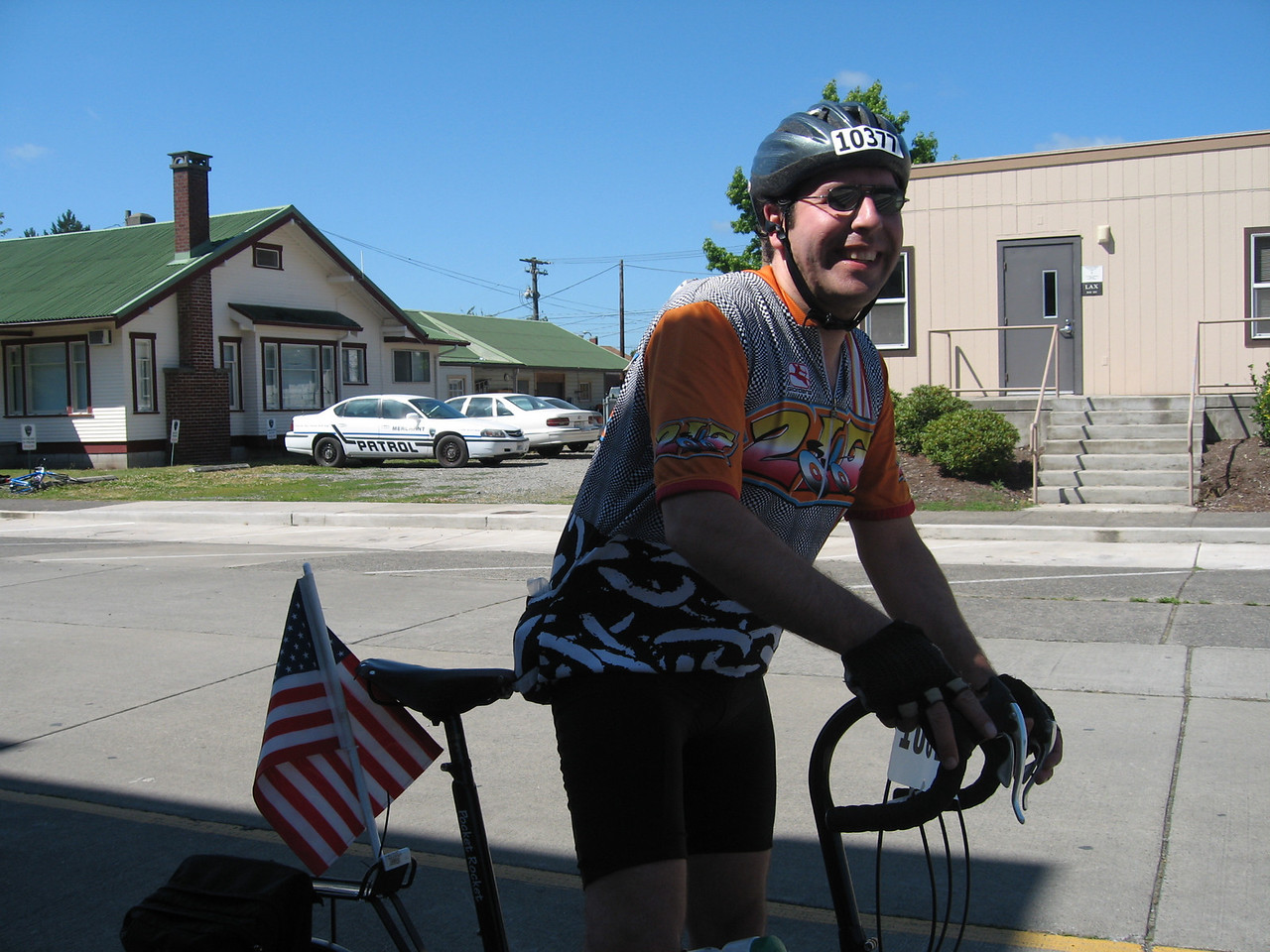 Bob arrived in Centralia. He rode he folding bike, a Bike Friday. The American car-flag he is sporting he picked up off the roadway on one of our training rides the week before the STP.