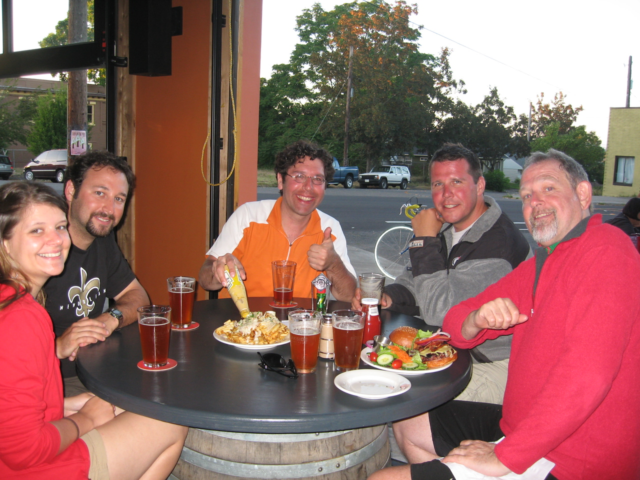 Yay - beer, food and good company! Katie, Brett, Bob, Tom (Bob's brother) and Rob at a brewpub not far from Brett's house in Portland.
