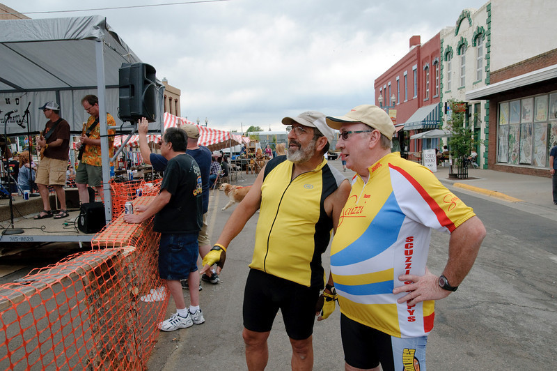 Lou Awody and Ray Taarnby at street festival in Laramie.