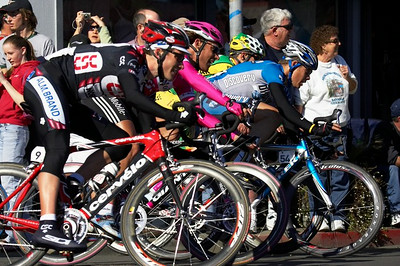 Dave Zabriskie (CSC) and Tom Danielson (Discovery)  leave just enough room for others through the corners.