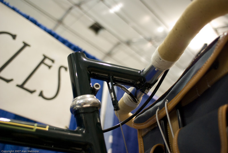 Detail of the stem and cable routing.
