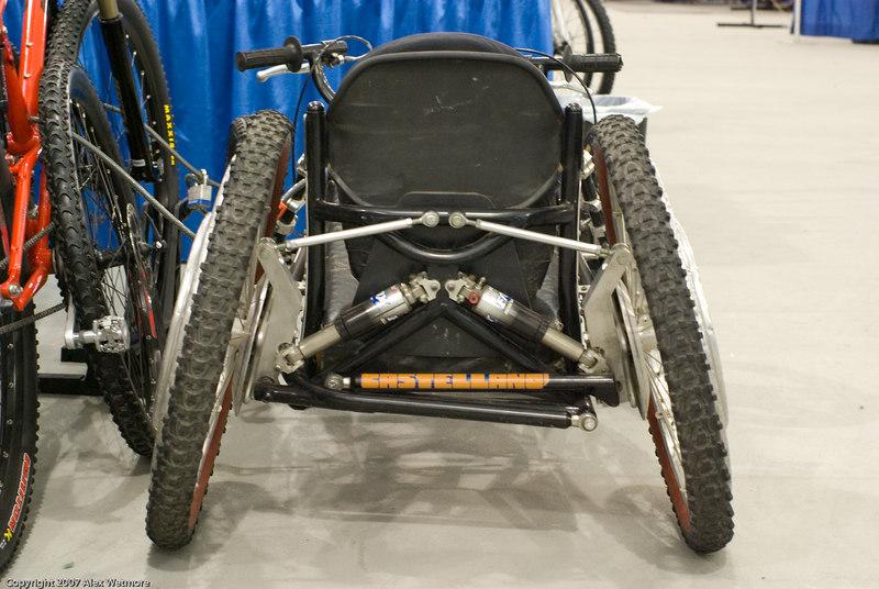 Rear suspension linkage