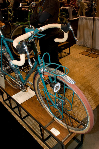 The lowrider portion of the rack comes off, leaving behind a handlebar bag rack.