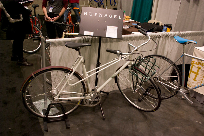 Nice mixte porteur from Hufnagel (out of Portland)