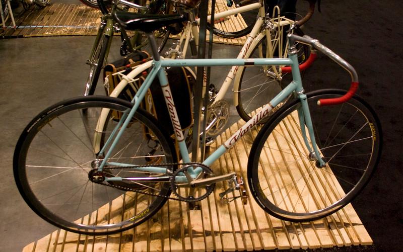Vanilla track bicycle