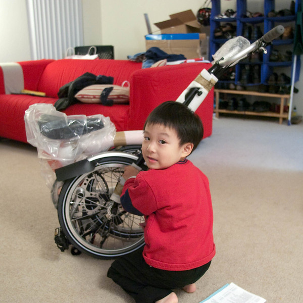 Evan helping with the unpacking of the Brompton.