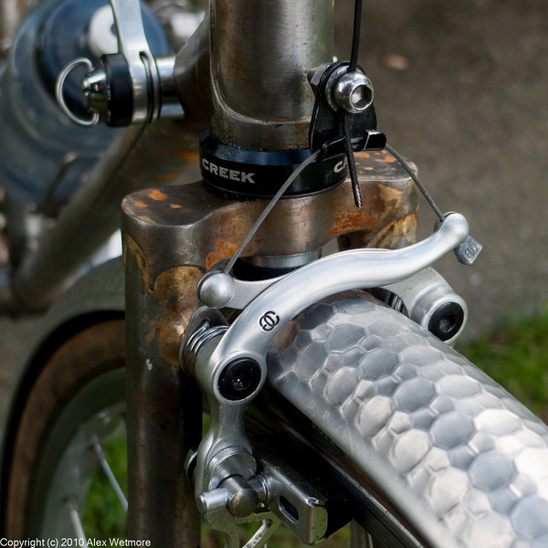 The fork crown and Diacompe Gran Compe centerpull brakes.  The front of the fork crown is plain.