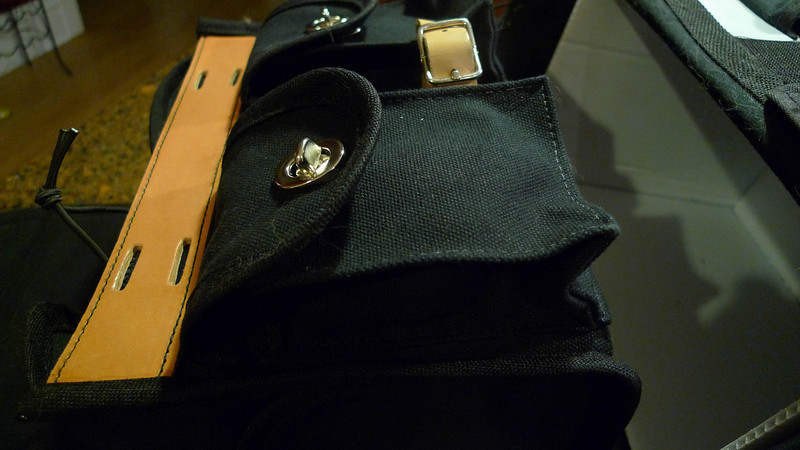 The Acorn bag's rear pockets.  The same tube is in there.