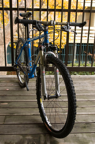 """All dressed up and nowhere to go.<br /> <br /> Y2K Ibis Mojo with """"Moron"""" tubing.<br /> <br /> • SID race fork<br /> • 950-series XTR drivetrain, brakes and shifters<br /> • 1st gen Mavic CrossMax<br /> • Syncros 28.6mm seatpost (not that easy to find)<br /> • Deda Newton stem<br /> • Kestrel carbon handlebar (from when they were made in the USA)<br /> • WTB saddle with """"Gonzo"""" nose<br /> • WTB DNA compound tires<br /> <br /> Special thanks to Fong T. and Vincent H. for donating the parts! :)"""