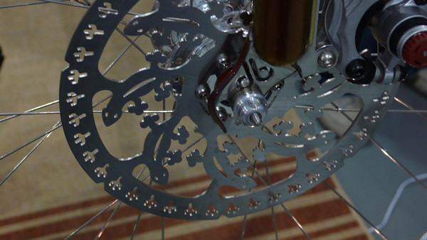 Disk brakes on a tandem are no longer unusual, so Dave sourced this desert themed disk from Dirty Dog