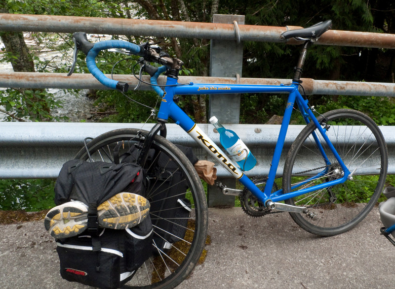 notice that the bottle matches the bike