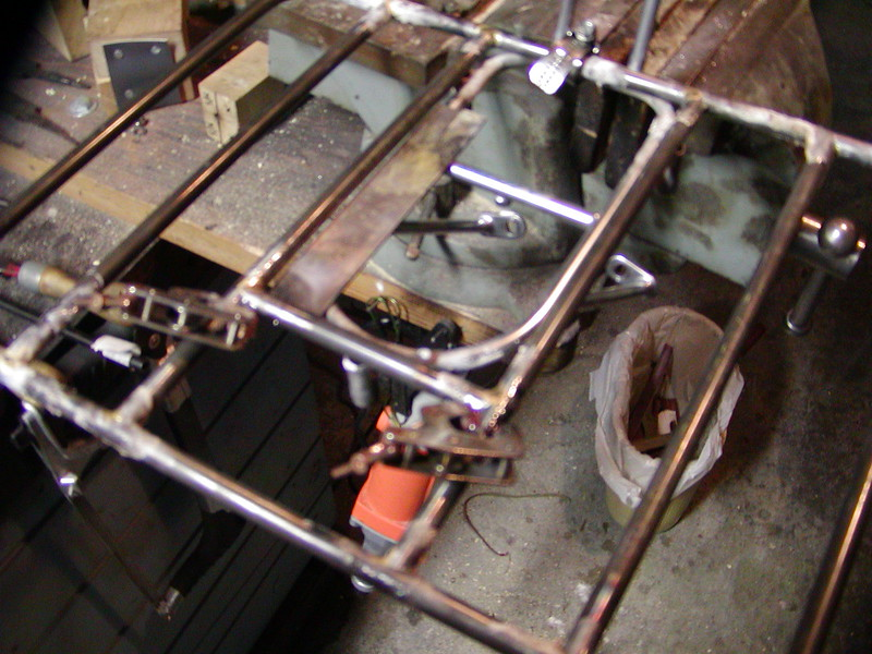 The porteur attachment mounted on top of the base rack.  You can see how the three spigots work.  Photo by Alistair.