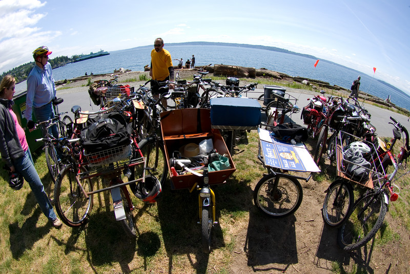 Group bike photo from the ground, 10mm fisheye