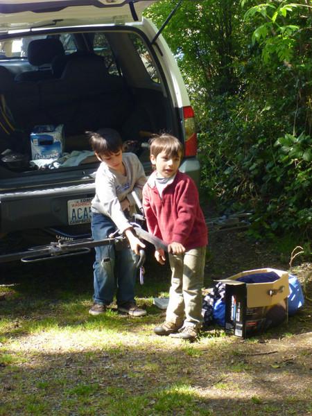 joe and jesse packing up