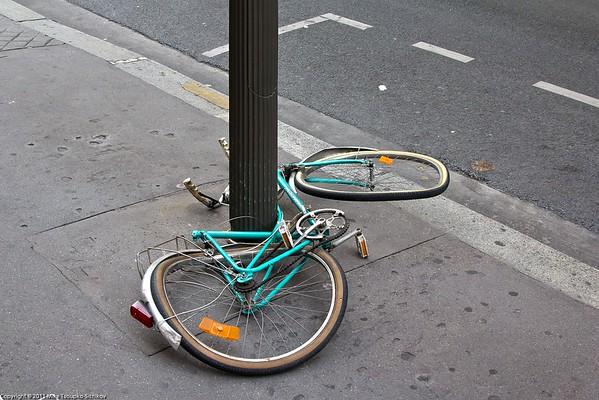 Paris. An unhappy bicycle