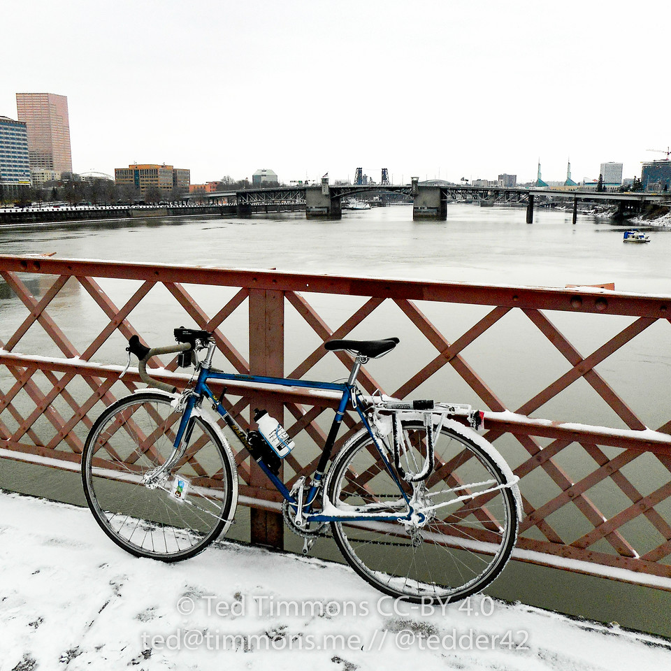 My Raleigh on the Hawthorne Bridge. Lots of snow hanging from the rack and fenders. #snowday