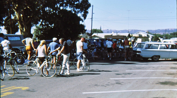 4*Sat, Sep 25, 1971<br /> People: GPP ride gathering<br /> Subject: <br /> Place: statring here, going to Brentwood<br /> Activity: GPP rides; about 15,30,45<br /> Comments: no helmets, no bike clothes, can't recognize anyone.