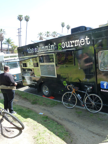 Parking the Fredbike against the lunch truck.