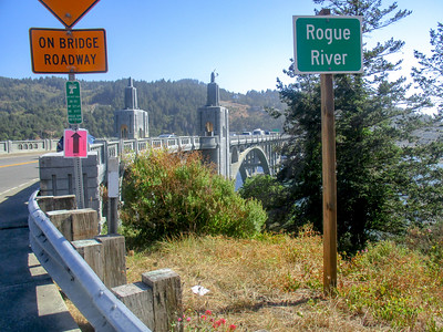 Yay, at the Rogue River! We're at Gold Beach! OMG!