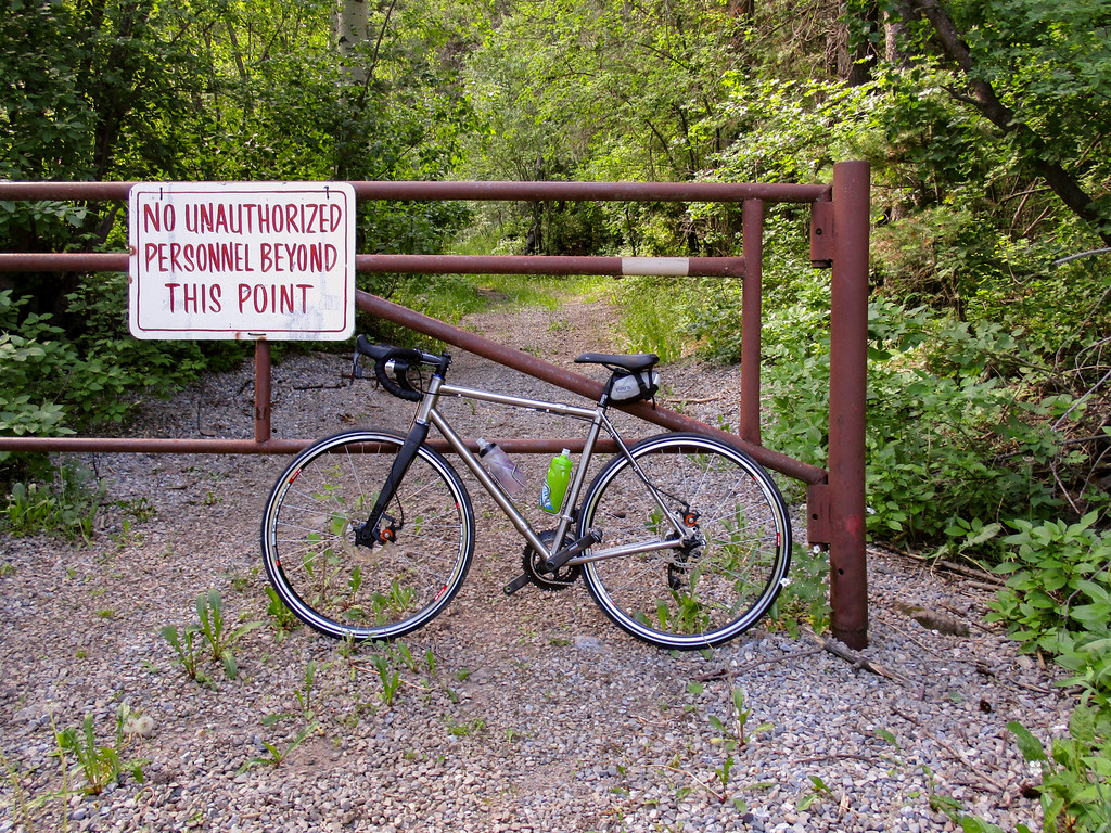 I like the hand-lettered sign. Also the rust provides a neat contrast to my tibike.