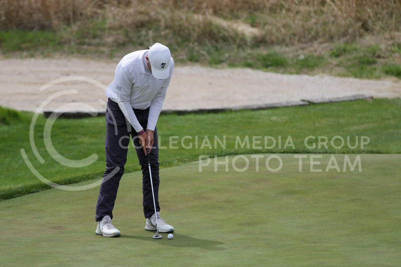 Will Hopkins prepares to hit the ball on the green during the first round of the Big 12 Golf Championship at Prairie Dunes Country Club on April 26, 2021. (Sophie Osborn   Collegian Media Group)