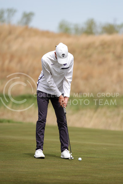 Luke O'Neill taps the ball toward the hole during the first round of the Big 12 Golf Championship at Prairie Dunes Country Club on April 26, 2021. (Sophie Osborn   Collegian Media Group)