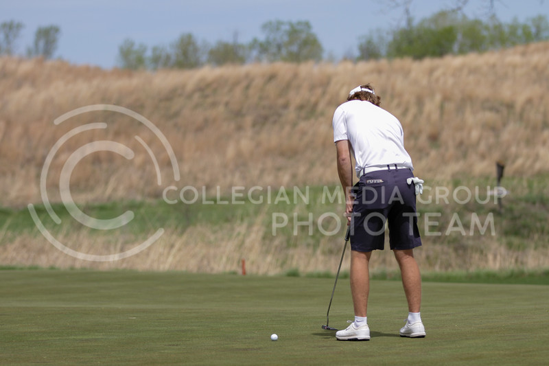 Jacob Eklund hits the ball on the green during the first round of the Big 12 Golf Championship at Prairie Dunes Country Club on April 26, 2021. (Sophie Osborn   Collegian Media Group)
