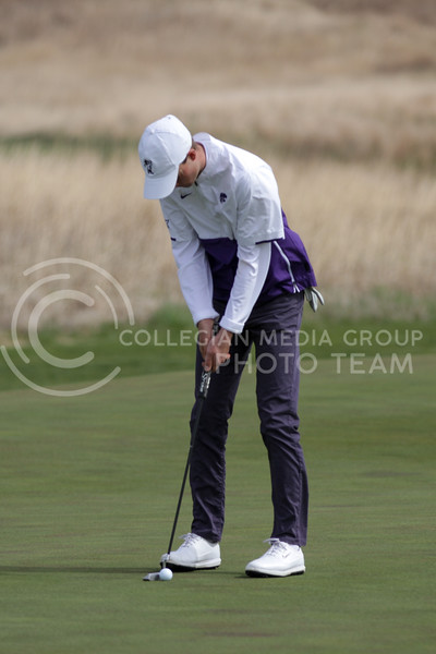 Luke O'Neill prepares to hit the ball during the first round of the Big 12 Golf Championship at Prairie Dunes Country Club on April 26, 2021. (Sophie Osborn   Collegian Media Group)